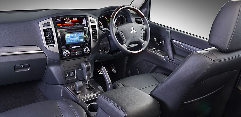 Mitsubishi Pajero Interior